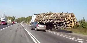 Как Шкода лесовоз и грузовик завалила (ВИДЕО)