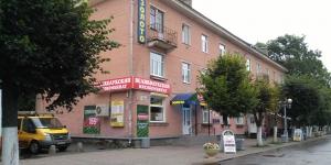 Магазин Великолужского мясокомбината переехал
