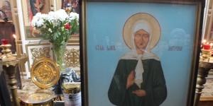 Икона и ковчег с мощами святой блаженной Матроны Московской в Гатчине