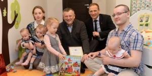 Ленинградская область поддерживает многодетные семьи