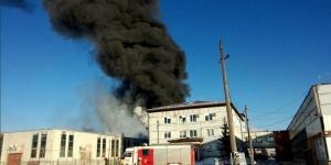 В промзоне Гатчины загорелся цех завода