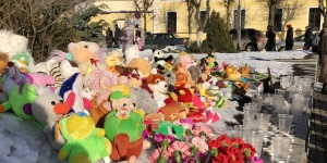 Гатчина скорбит со всей Россией по погибшим в Кемерово